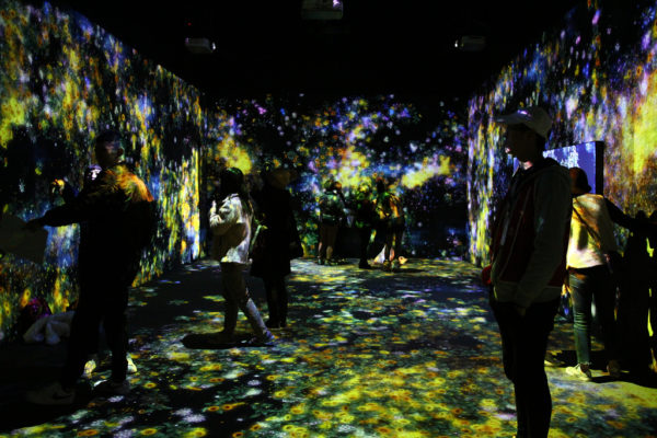 Interactive, multisensory space where art, food, sound and crockery combine
