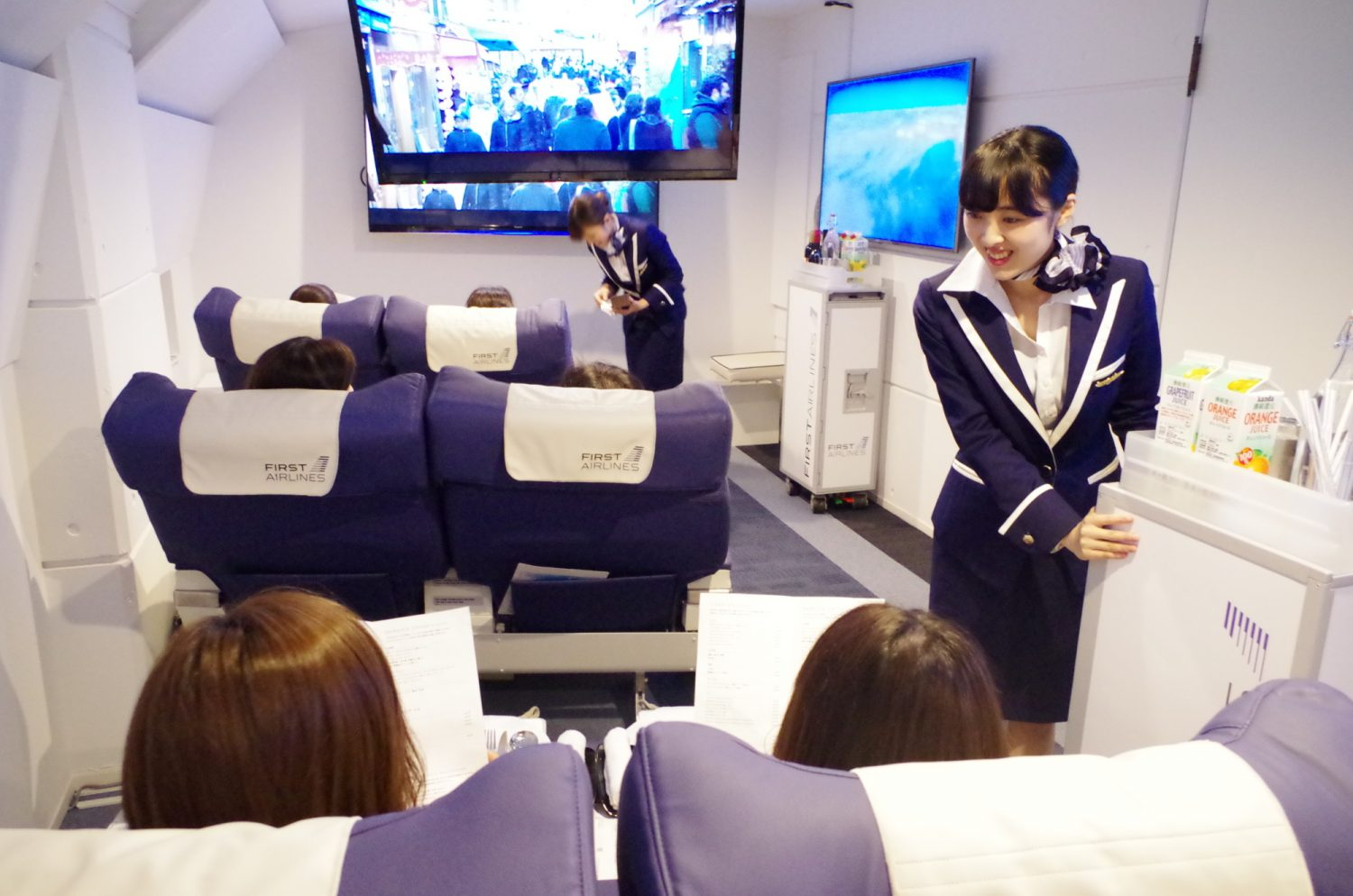 Japan launches a full virtual reality multisensory airline, with flights to Paris and Hawaii