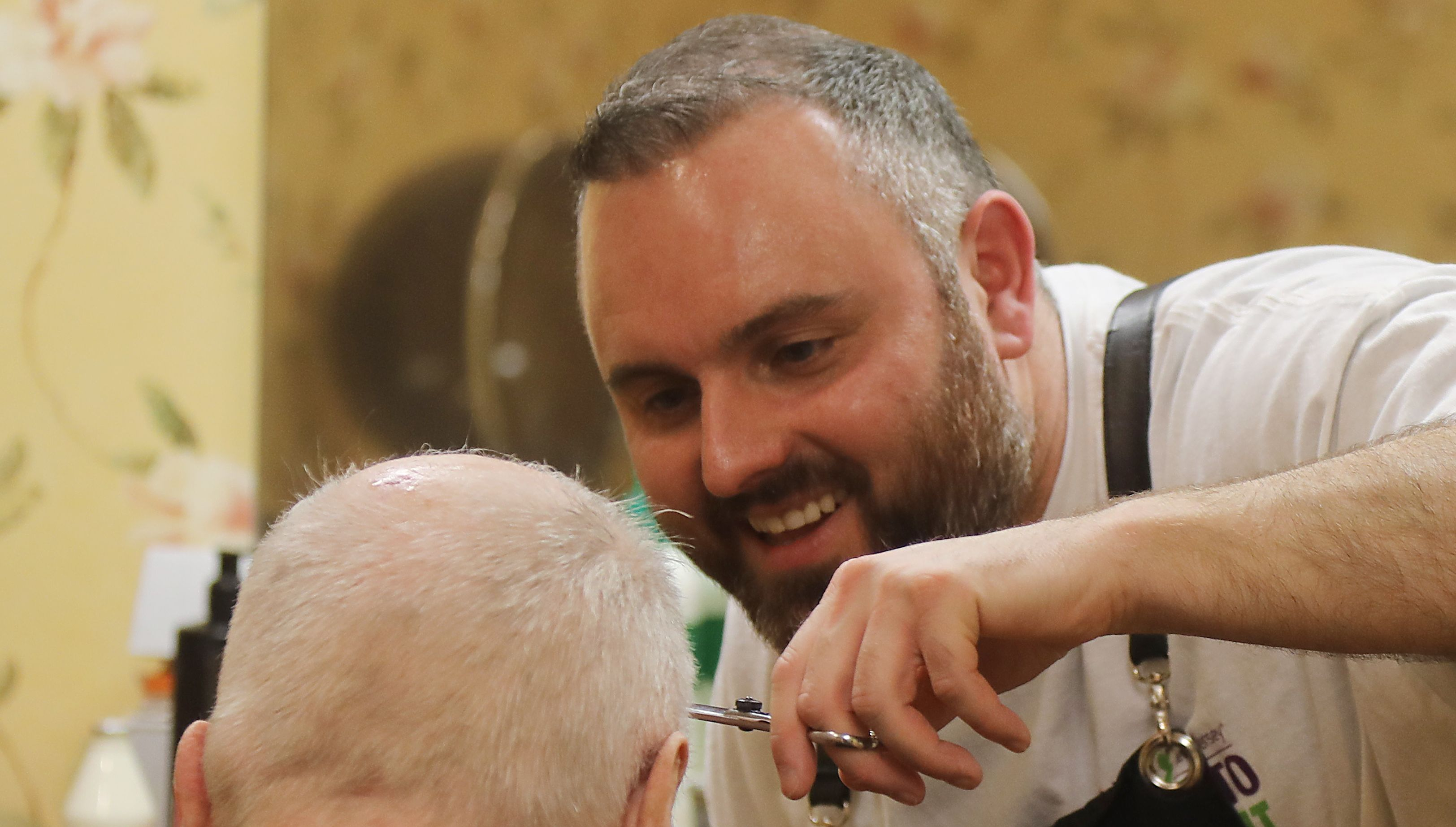 Citrus aftershave, old-fashioned tools: Barber brings men with dementia back in time | DailyRecord