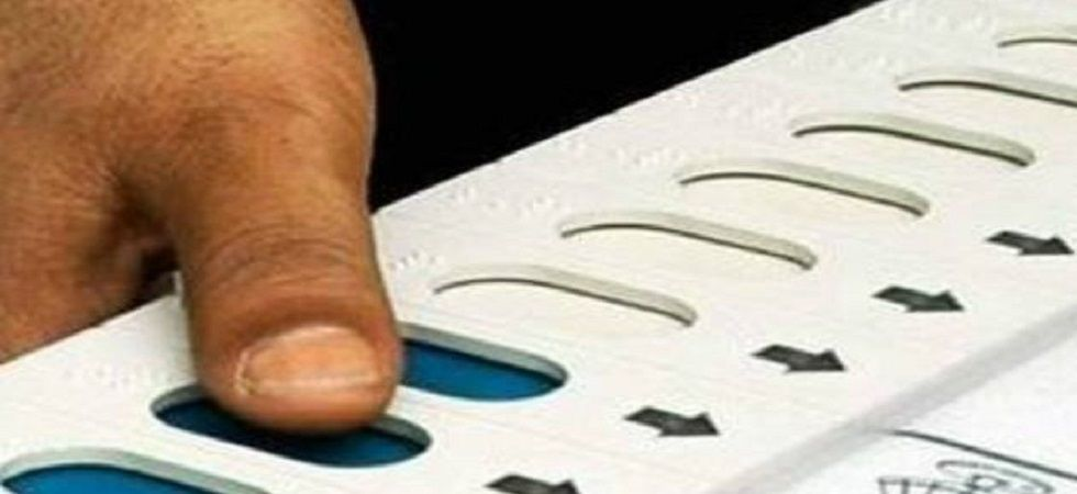 Perfume on EVM? Congress workers spray scent on party button, smell voters' fingers | News Nation