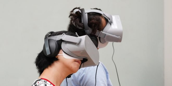 Virtual reality headsets transcend from gaming to helping users experience dementia firsthand | The Online Citizen