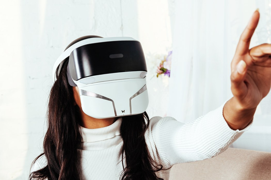 The first multisensory VR mask to bring smell, mist, vibrations into the picture! | Yanko Design