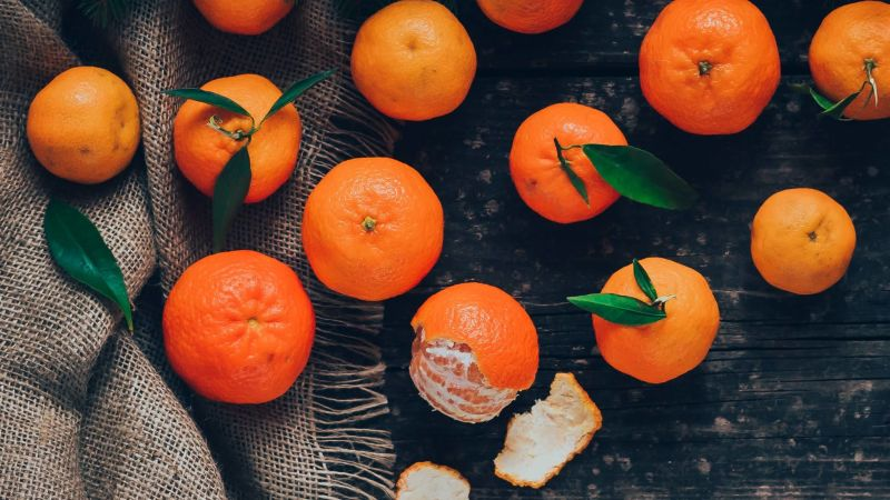 The Best Plane Snack Is a Mandarin Orange – A real multisensory experience | Lifehacker