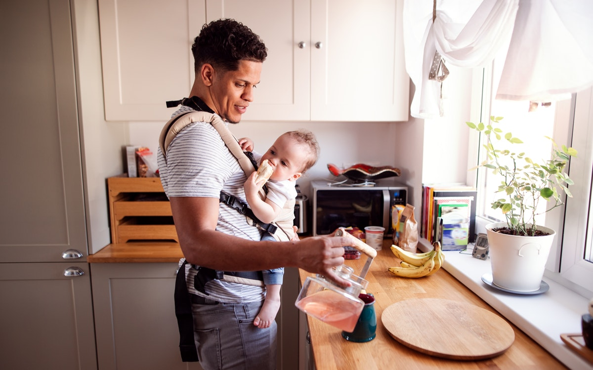 A Baby's Connection To Their Father's Scent Is Bigger Than You Think, Experts Say | Romper