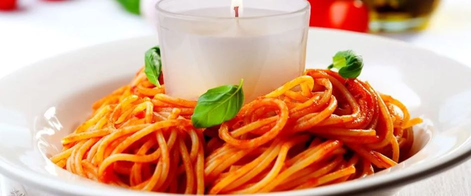 """Spaghetti-scented candle? Why """"savory"""" candles mess with our minds 