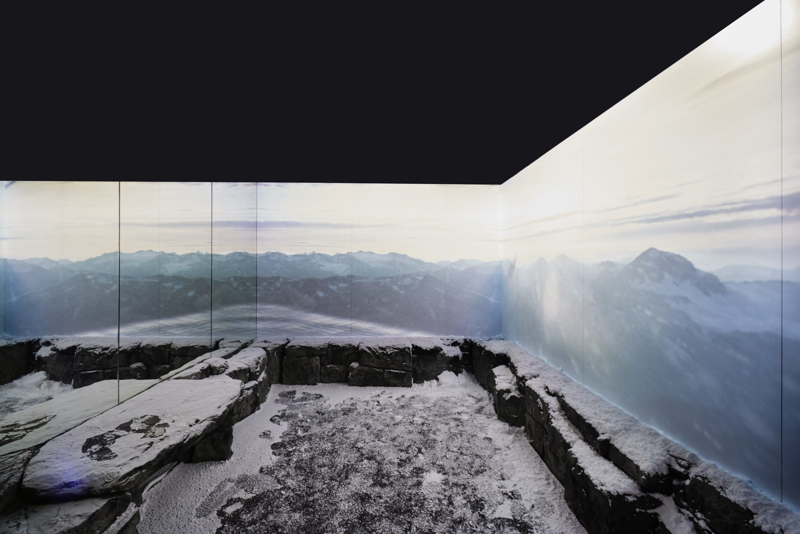 The Cold Room: Floor-to-ceiling Arctic landscapes are displayed through digital content, real snow and a temperature that goes as low as -20 degrees Celsius. (CNW Group/Canada Goose)