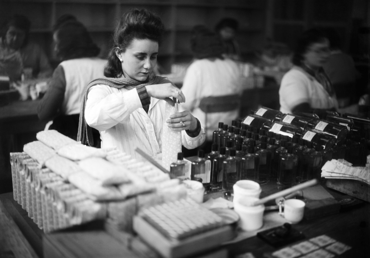 Workers work in the Lancôme perfume factory in Jan. 1945 in Courbevoie.