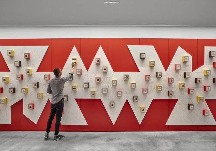 McDonald's HQ Workplace / Studio O+A + IA Interior Architects. Image © Garrett Rowland