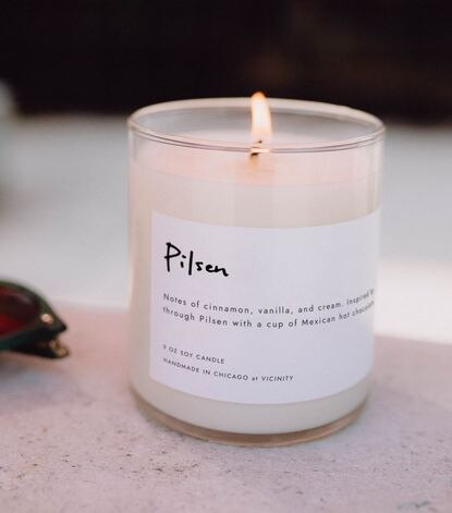 The Pilsen candle is inspired by a walk through the neighborhood with a cup of Mexican hot chocolate, with notes of cinnamon, vanilla, and cream.