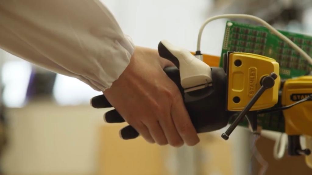 Neuromorphic Sensor Fusion Grants Robots Precise Sense of Touch | EE Times Asia