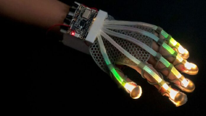 This glove helps you 'touch' virtual reality | Somag News