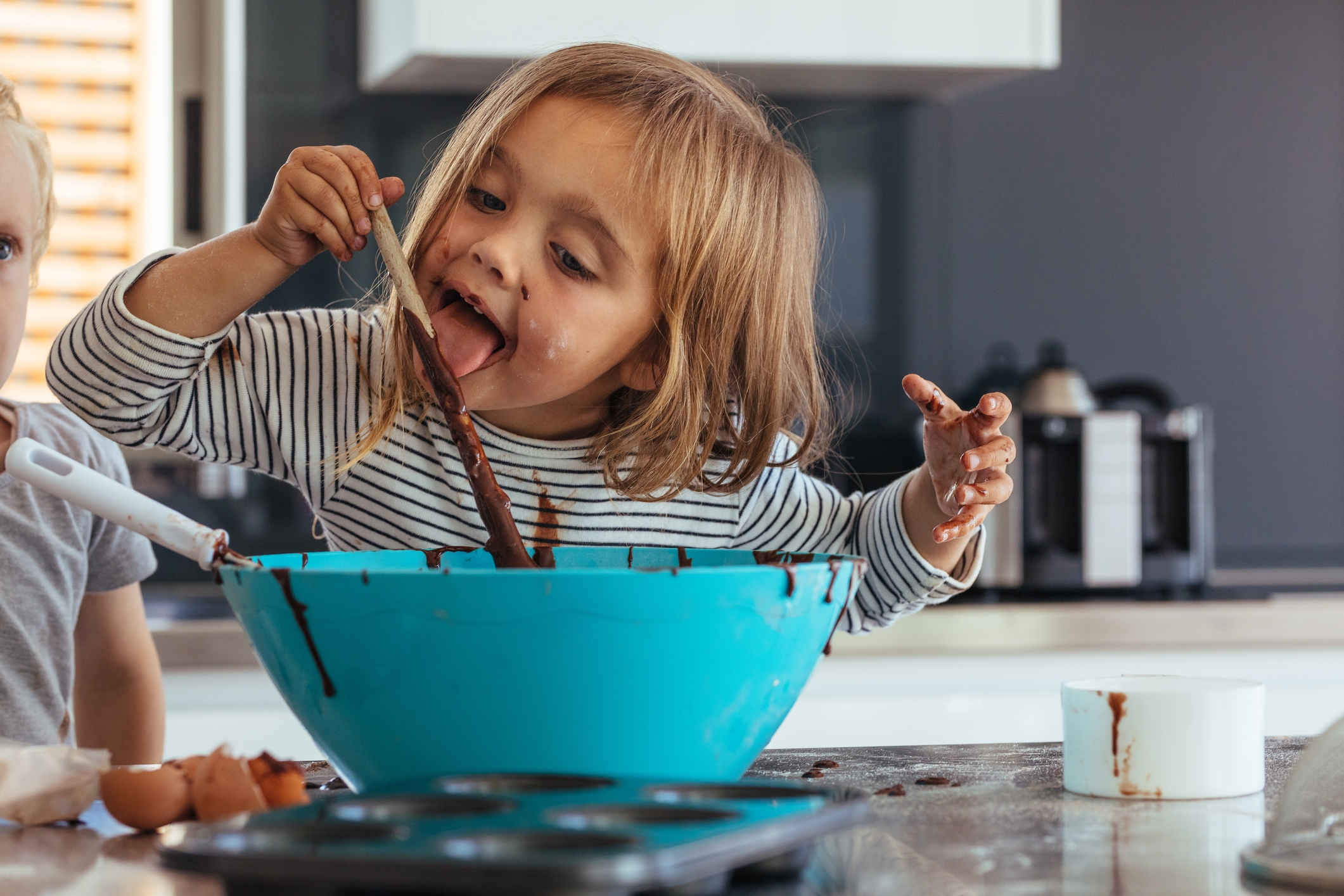 Parents SHOULD let kids play with their food, experts reveal | The Sun